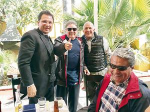 06022017 AMIGOS.  Isidro García, René Campos, Moy Camacho y Víctor Berna.