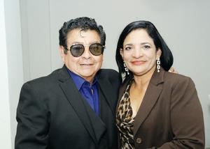 05022017 FESTEJA SU CUMPLEAñOS.  María Cristina Pita Barcelata con su esposo, Enrique Zambrano Báez.
