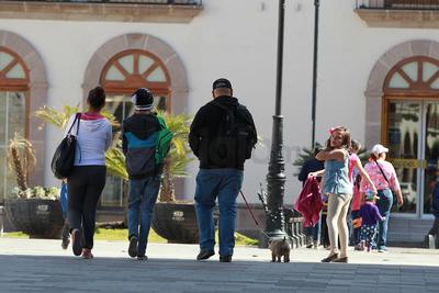 Se trató de varias decenas de visitantes y turistas, que aprovecharon su fin de semana tras el asueto establecido a razón del 100 Aniversario de la Constitución.