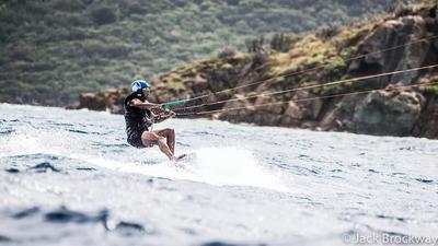 Nada más al entrar a la Isla Mosquito, propiedad del magnate, el expresidente le contó que, poco antes de llegar a la Casa Blanca, estuvo surfeando en un área peligrosa en Hawai.