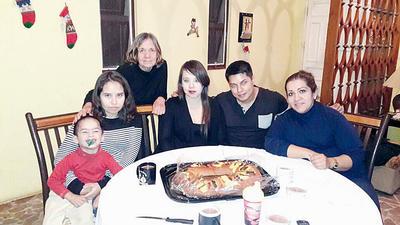 09022017 Familia Flores.
