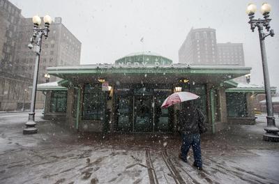 Los norteamericanos tratan de realizar sus actividades con normalidad pese al temporal.