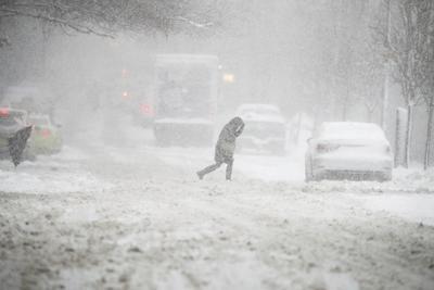 Las vías estaban cubiertas de hielo y nieve, complicando la vida de la gente que trataba de llegar a sus lugares de trabajo.