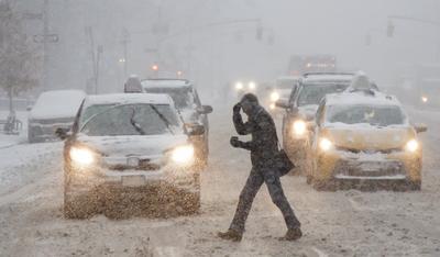 Una fuerte tormenta invernal cubrió de nieve el noreste de Estados Unidos.