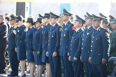 El general de la Décima Zona Militar, Homero Mendoza Ruíz, acompañado de autoridades gubernamentales recorrieron las calles de la ciudad.