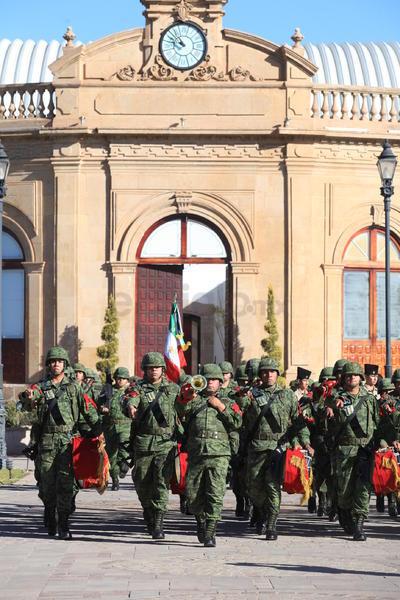 El contingente salió del Centro de Convenciones Bicentenario.
