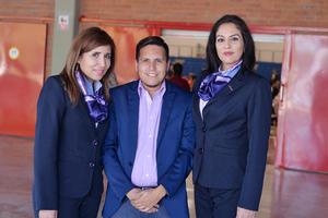 11022017 EN LA CAMERATA.  Erick y Lupita.