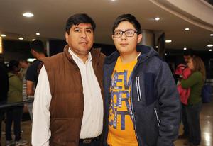 11022017 EN EL CINE.  Arturo y Kenneth.