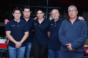 11022017 EN EL BOLICHE.  Jorge, Andrew, Vero, Javier y Víctor.