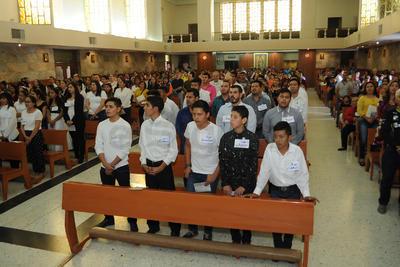 Al finalizar la misa de la una de la tarde se entonó el Himno.