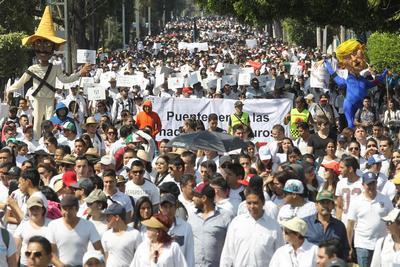 La mayoría de los participantes vistió de blanco.