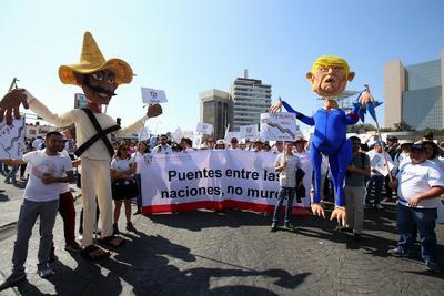 Miles de mexicanos salieron hoy a las calles de distintas ciudades del país para expresar su repudio al presidente de EU, Donald Trump, y sus políticas contra México.