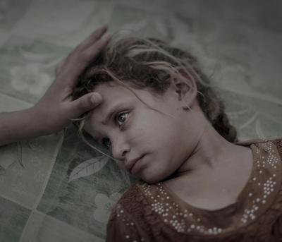 """Del fotógrafo Magnus Wennman, esta imagen que muestra a una joven que huyó del Estado Islámico, ha ganado el primer premio de la categoría """"Gente""""."""