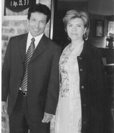 12022017 Ismael Arellano Hernández y Silvia Ruiz de Arellano celebrando 25 años de matrimonio.