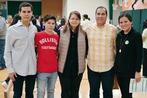 12022017 EN RECIENTE EVENTO.  Roberto, David, Elena, Enrique y Mafer.