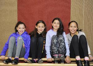 14022017 EN CLASE DE DANZA.  Valentina, Silvana, Sofía y Nancy.