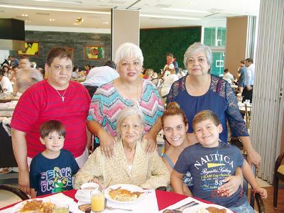 16022017 Nataly, Mariquita, Fabi, Javi, Claudia, Cony y Toty.