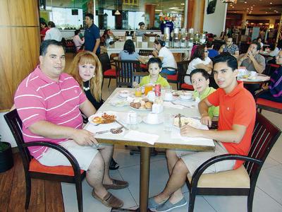 16022017 Jorge, Verónica, Jorge, Emiliano y Mauricio.