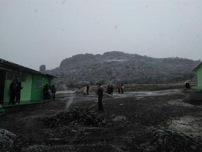 Reporta Protección Civil Estatal caída de nieve en El Palmito y en la cabecera municipal de Indé.