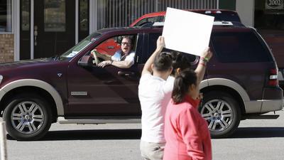 Algunos estadounidenses expresaron su apoyo a los inmigrantes que marcharon.