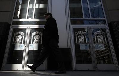 Inmigrantes en ciudades como Washington, Boston, Filadelfia o Los Ángeles abandonaron sus puestos de trabajo, se negaron a comprar o a tomar el transporte público, para disociarse por un día de la economía estadounidense y demostrar su importancia.