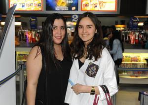 17022017 EN EL CINE.  Nora y Salma.