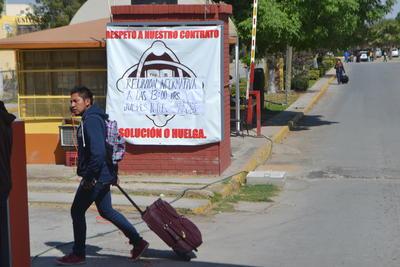 Cristina Macías, tesorera de la Sociedad de Alumnos de la universidad, dijo que ayer mismo hubo transporte para que los estudiantes que son originarios de otros estados del país regresaran a sus casas, hasta nuevo aviso.