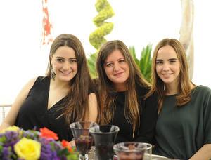 María Elisa, Ale y Consue