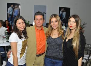 Lindsey, Roberto, Paola y Fernanda
