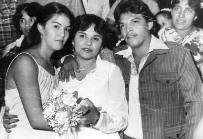 19022017 María Eligia Puentes de Méndez y Felipe Méndez Vaquera, padrinos de lazo en la boda de Esperanza Méndez Vaquera, el 25 de octubre de 1980.