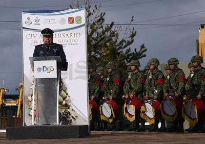 Nicolás Solís Doroteo, comandante del 5to. Cuerpo de Defensas Rurales, fue el encargado de leer el discurso alusivo al Día del Ejército Mexicano, señalando que las fuerzas militares han permitido lograr objetivos nacionales y con ello el bienestar de la ciudadanía.