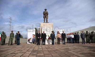 En el monumento al Defensor de la Patria se llevó a cabo un evento para conmemorar el 104 aniversario del Día del Ejército Mexicano.