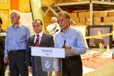 Autoridades estatales informaron sobre la localización de una bodega, en la que se hallaron documentos y objetos presuntamente pertenecientes al exgobernador de Veracruz, Javier Duarte y su familia.