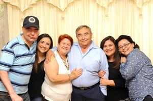 22022017 EN FAMILIA.  Wenceslao Villarreal Morales y su esposa, Patricia Torre, acompañados de sus hijos, Wenceslao, Patricia, Ana Lucía y Cecilia, en su festejo de cumpleaños y aniversario de bodas.