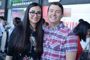 22022017 MUY CONTENTOS.  Isabel y Omar.