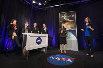 Los científicos dicen que tienen que estudiar las atmósferas antes de determinar si esos planetas pueden sostener algún tipo de vida.