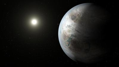 n equipo internacional de astrónomos anunció el hallazgo de un sistema de siete exoplanetas similares a la Tierra que orbitan alrededor de una sola estrella y podrían contener agua en estado líquido en su superficie, por lo que existe la posibilidad de que alberguen vida.