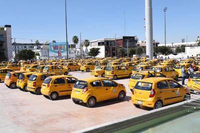 El plantón de los taxistas se retiró a las 16:00 horas ya que los quejosos fueron convocados a una reunión con el gobernador Rubén Moreira que se encuentra en la ciudad.