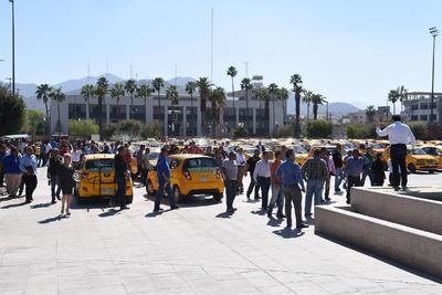 """""""De ninguna manera es para mostrar fuerza sino mostrar unidad entre las 20 organizaciones de taxistas de Torreón que vemos la falta de apoyo para realizar nuestra actividad en forma licita"""", indicó Guajardo Guzmán."""