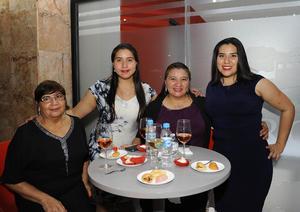 25022017 PRESENTES EN APERTURA.  Inés, Karis, Inés y América.