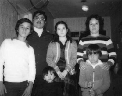 26022017 Alfonso Mendoza y Magdalena Canedo acompañados de sus hijos, Magdalena, Alfonso, Alejandro y Araceli, hace 34 años.