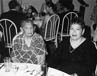 26022017 Pascuala Tabares y su hija, Martha Hernández Tabares, hace algunos años.