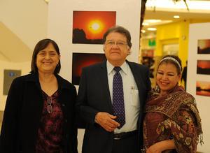 27022017 Silvia Castro, Jesús Roberto Duarte, expositor, y Sofía Correa.