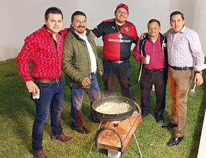 26022017 Lic. Alonso de Santiago en reciente reunión con sus ex compañeros de trabajo: Edu Ramírez, Luis Fer, Rubén Ortiz y Abraham Santacruz.