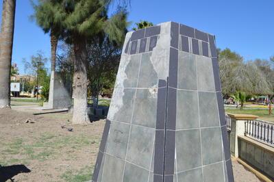 """González pidió apoyo de la sociedad civil para defender al espacio de la colocación de más monumentos y """"planchas de concreto""""."""