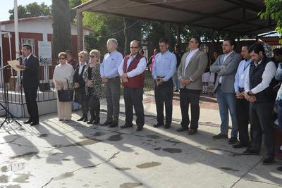 Más temprano, se realizó otro evento en la escuela primaria que lleva el nombre del fundador de este diario, Don Antonio de Juambelz.