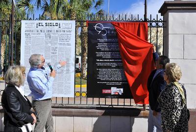Junto al alcalde Jorge Luis Morán, se inauguró la exposición.