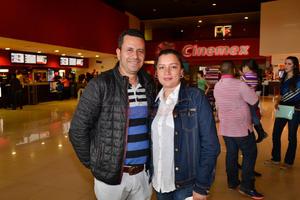 Adriana Hernández y Óscar.