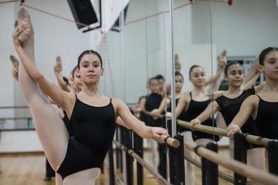 """Cuando Odriet tenía 14 años no quedó en un examen para nivel medio. """"Fue muy triste para mí porque había trabajado muchísimo, pero luego tuve la oportunidad de entrar a la Universidada de las Artes, donde estudié cinco años y me gradué de maestra de ballet""""."""