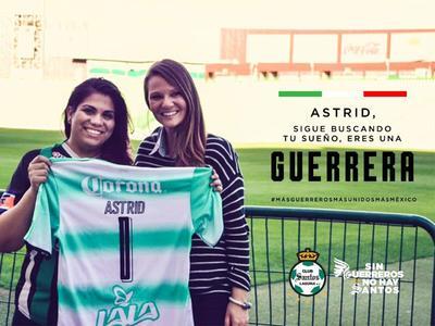 El Club Santos Laguna reconoció a la duranguense Astrid Silva, encargada por parte del partido Demócrata de responder el discurso de Donald Trump ante el Congreso.
